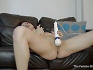 Hot Tattood Babe Vibrater Her Clit With The Magic Wand