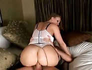 Bubble Butt Hotie Has Sex In Cowgirl Position