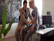 Bewerbungs- Skandal Beim Chef Im Büro