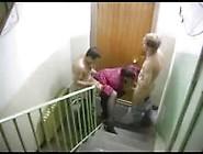 Amigos Pegando A Vizinha Deliciosa Na Escada