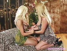 seksapilnaya-blondinka-video