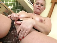 Nice Mature Mom Squirting And Masturbate