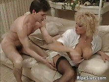 Mature Whore Pisses Over Guy Face