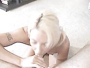 Blondje Zuigt Dat Het Een Lieve Lust Is