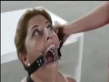 Bizarro Mulher Cagando Na Boca Da Outra Gostosa