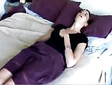 Chica Inocente Se Masturba Con Una Cámara Oculta