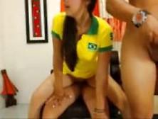 Linda Novinha Com Camisa Do Brasil Caiu Na Net Fodendo Com Dois