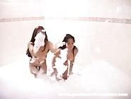 (Colombianas) Isabella Y Pamela Bañandose Juntas