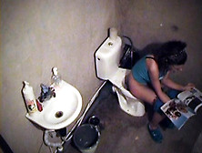 Hot Babe Spied Pissing On The Wc