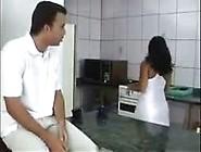 Comendo A Vizinha Brasileira Na Cozinha No Video Putaria