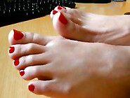 Kirmizi Ojeli Ayaklarim - Red Nails Foots