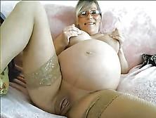 image Brunnette pregnant fake labour