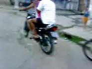 Cachorras Cariocas Pagando Peitinho Na Moto E Buceta