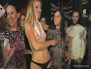 Porno Live Al Festino Con La Bionda E La Mora Porca