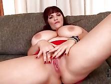 Brunette Shows Off Her Gigantic Jebbs