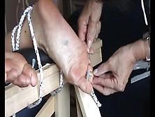 Un Extremo Vídeo De Bondage Con Una Esclava De The Pain Files To