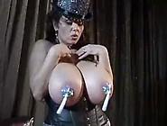 Milena Velba - Showgirl