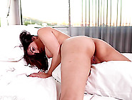 Red Hot Sunny Leone Rolls Around In Bed Rubbing Her Naughty Spot