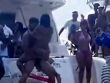 Locura En Playa Los Juanes En Venezuela 2013