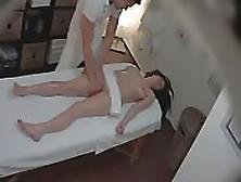 Espiando En Salón De Masajes