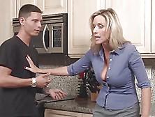 Tentadora Cocina Sexo Para La Tetona Madura Rubia Jodi West