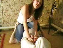 девушка бьет по яйцам боллбастинг роксана