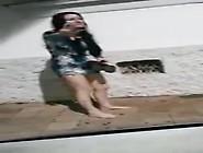 Prostituta Mostrando A Bundinha Na Rua Depois Do Programa