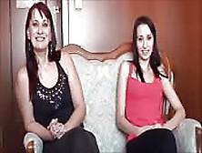 Madre E Hija Hablando Guarradas