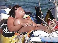 Tremendas Mujeres En Playa Nudistas Cogen Al Aire Libre