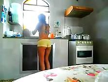 Mãe E Filha Gostosas Na Cozinha De Shortinhos No Incesto Amador