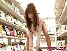 Foda Com Japonesa Gemendo No Supermercado