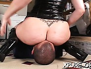 Female-Dominant Cutie Enjoys Sitting On Her Man's Face