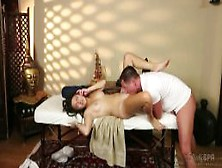 Lei,  Ricattata Durante Il Massaggio,  Succhia Il Massaggiatore E