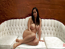 Isis Love Squirting Portals While Bound To The Sybian