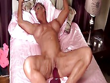 Ripped Bodybuilding Whore Is Cunt Fucking Herself With A Huge Di