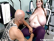 Lexxxi Luxe Gets Plugged In The Gym