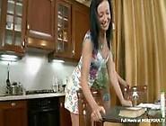 Amadora Novinha Fazendo Porno Na Cozinha