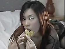 Asiáticas Saboreando Bananas