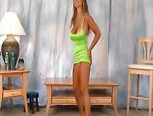 Travieso Striptease Sesión Con Curvas,  Christina Lucci