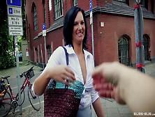 Bums Bus - Brünette Mit Dicken Titten Sina Velvet Hardcore