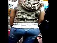 Mama E Hija Par De Exhibicionistas En Jeans Y En Mallones
