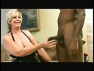 Sexy Rubia Madura Con Permiso Del Marido Esta Con Dos Negros Que