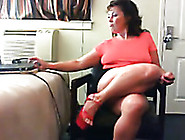 Hot Mature Woman With Big Booty Knows How Put On A Webcam Show