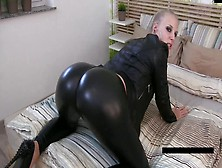 Big Butt Blonde In Leggings