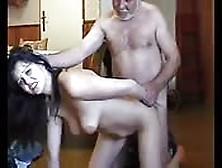 Castigando A Su Hija