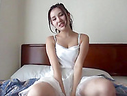 Sweey Japanese Girlfriend Wants To Feel A Dick Between Her Lips