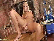 Leggy Bleach Blonde Milf Beauty Fingering Solo