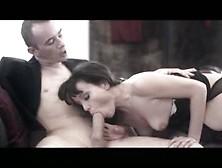 Lucy Love Es Una Morena Sensual En Una Escena Porno Suave