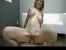 Dama Madura En Un Espectáculo Sexual Pov Impresionante