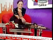 Pakistani Pathan Girl Mahera Hot Cleavage Show During Tv Show!